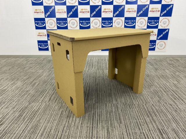段ボールの机