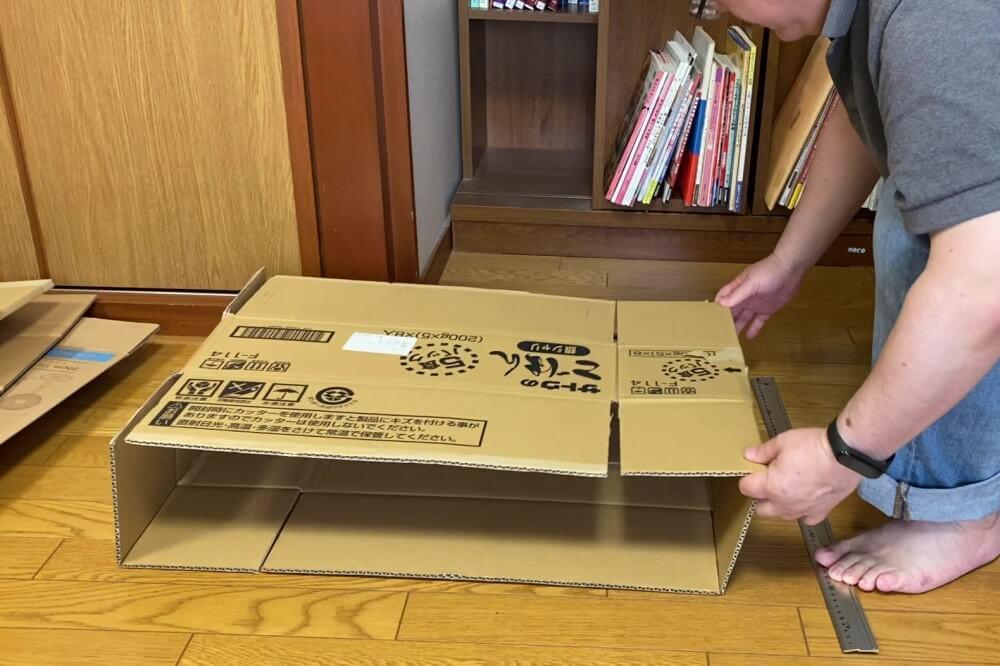 段ボールストッカー 箱を組み立てる