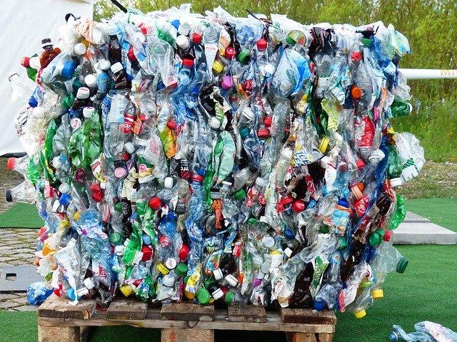 plastic-bottles-115069_640