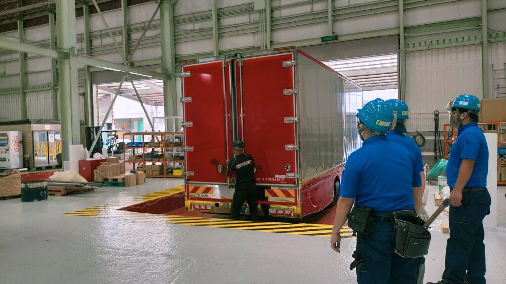 大型重量物の航空貨物梱包